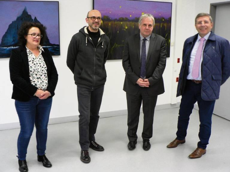 À la droite de l'artiste, Eugénia Lesaint, professeure. À sa gauche, Christophe Mollet, principal, et Alain Bazille, vice-président du Département
